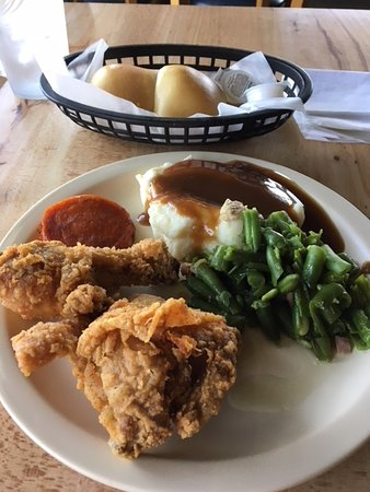 Metter, GA: Fried Chicken and sides. Yum