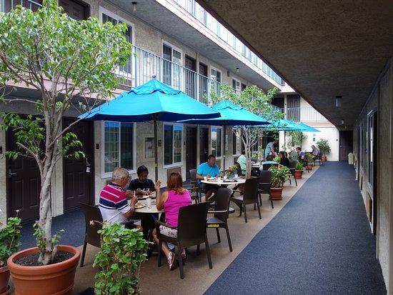 Comfort Inn Santa Monica: Patio near Rm 116