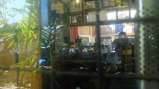 San Juan, Filipina: Looking into the kitchen