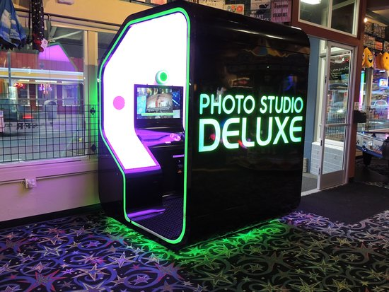 Long Beach, WA: Its a NEW photo booth! More features and its huge! Check it out! Open 10-10 or later.. #Funlandl