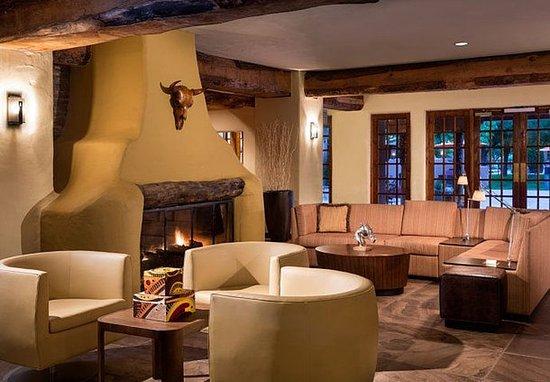 Courtyard Albuquerque: Lobby
