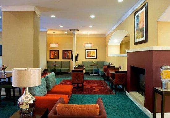 Newark, CA: Lobby