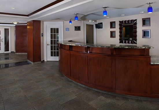 Holtsville, État de New York : Lobby