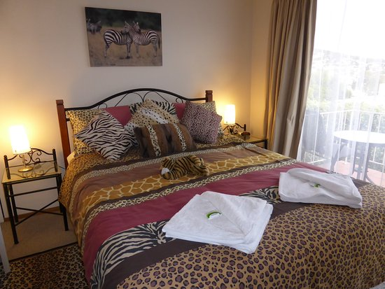 Lindisfarne, Australia: african themed bedroom