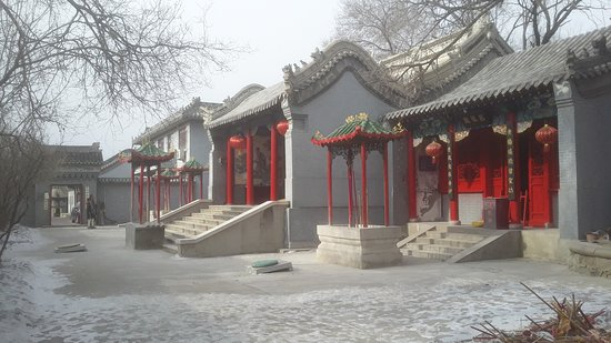 Tsitsihar Guan Yu Temple: The buildings at the back of the temple grounds.