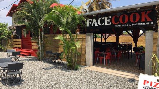 Boueni, Mayotte: FaceCook vous propose des pizzas dans la pure tradition italienne.