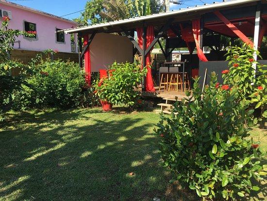 Boueni, Mayotte: Profitez d'un beau jardin de 200 m2 clos, idéal pour les enfants.