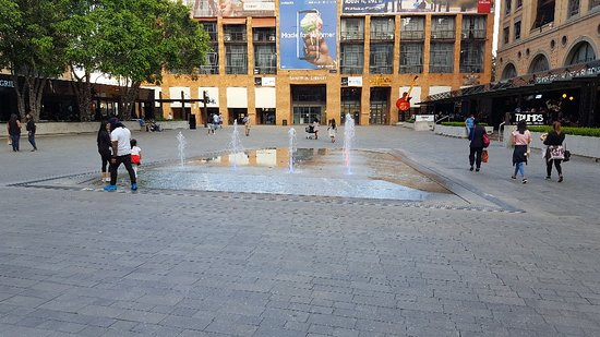 Nelson Mandela Square : 20180201_181044_large.jpg