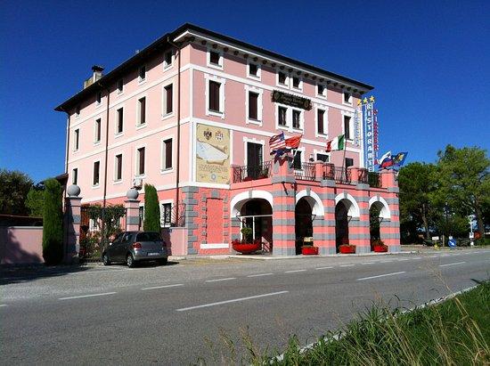 Trivignano Udinese, Italie : Antica dogana di confine in vari periodi storici tra Italia - Austria, attualmente HOTEL&RESIDEN
