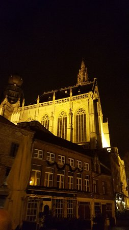 Liebfrauenkathedrale (Onze-Lieve-Vrouwekathedraal): Beautiful at night