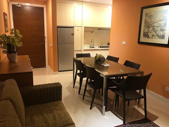 Acappella KLCC Suites: Dining Area U0026 Kitchenette