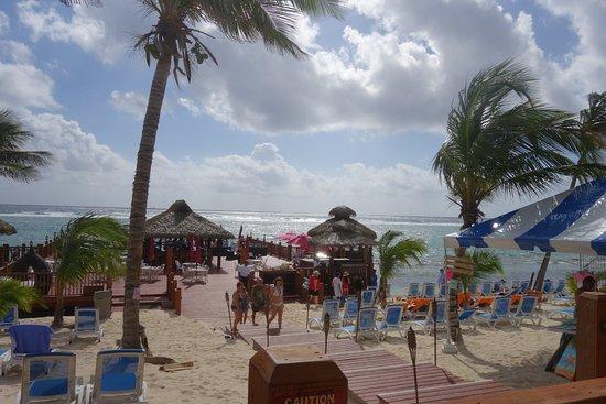Bodden Town, เกาะแกรนด์เคย์แมน: beach bar