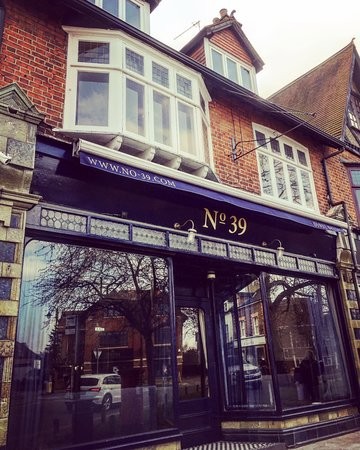 Weybridge, UK: Bar front No. 39