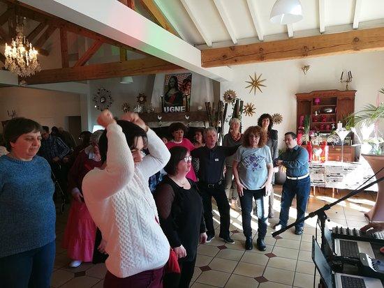 Saubrigues, France: adhérents de l'association HANDI-LOISIRS 104
