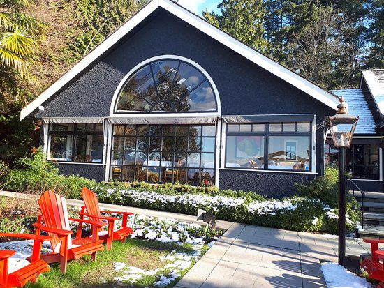 Teahouse in Stanley Park: Inviting entrance for a lovely lunch