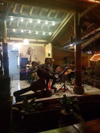 Taman Restaurant: 20180219_220402_large.jpg
