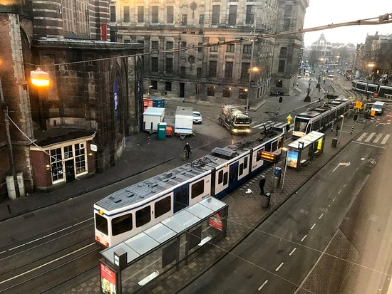 Die Port van Cleve: View from the room towards the Dam Square