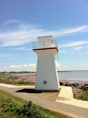 Driftwood Heights B & B: summerside walking path