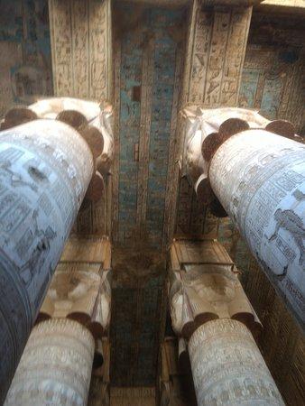 Dendera, Egypt: Columnas y el techo