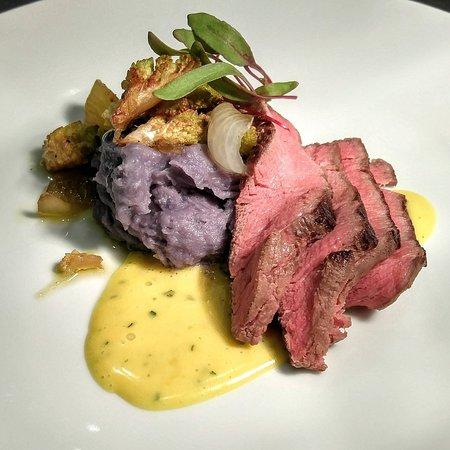 Dorset, Вермонт: Wagyu Beef, Béarnaise, Peruvian Purple Potato Mash, Cipollini Onion Confit, Romanesco, Beet Spro