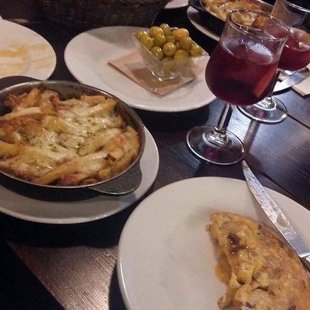 El Rincon Restaurant : Paelha e entradas e sangria muito boas..