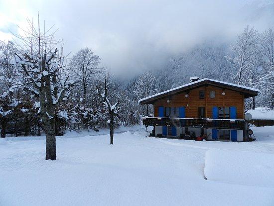 Chalet les Frenes: Winter view