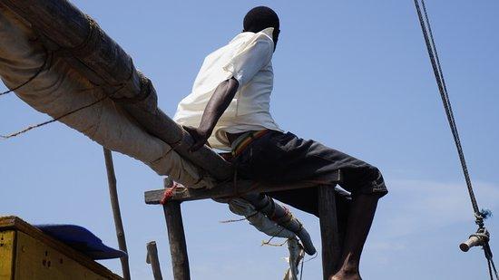 Tiwi, Kenia: Auf dem Boot entspannte Stimmung