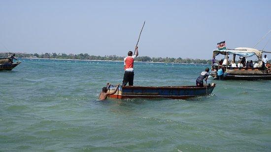 Tiwi, Kenya: Wassertaxi nach Wasini