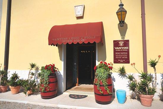 Vantini Luigi e Figli: Wine Shop aperto dalle 9.00-12.00  e 14.00-18.00 . Domenica chiuso