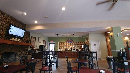 Baymont Inn & Suites Helen : TA_IMG_20180223_092205_large.jpg