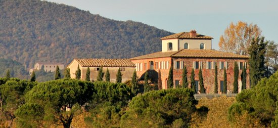 Siena House: Atop a little hill, a scenic spot in the breeze