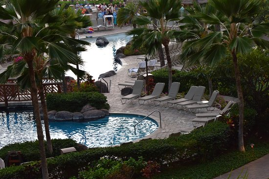 Kaanapali Alii: Adult pool foreground / kids pool background