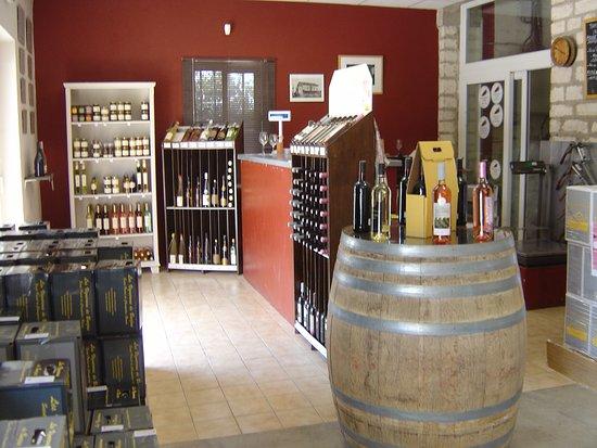 Barjac, France: l'espace vente et dégustation