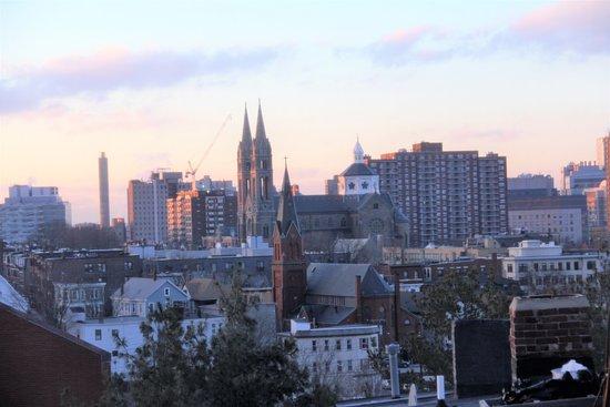 Fort Hill Inn: city triplex/  master bath/ roof deck views