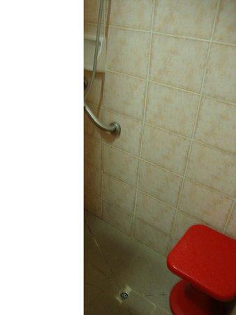 Ακροπολης Χαους: Это душ - дырка в полу