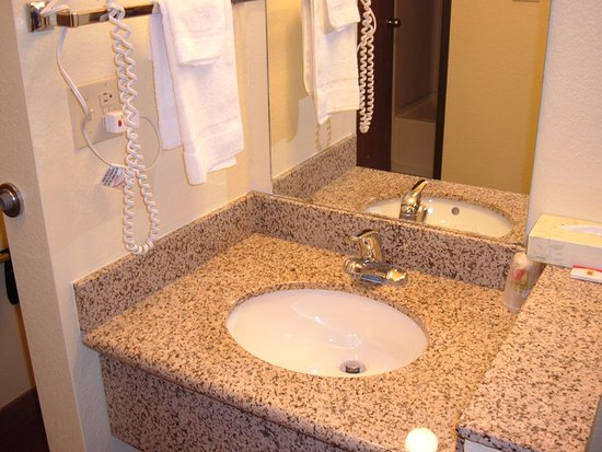 Bathroom - Picture of Super 8 by Wyndham Moriarty - Tripadvisor