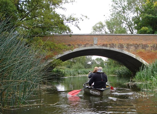Bures, UK: Easy paddling on a beautiful river.