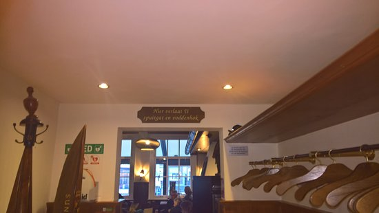 De Klok: Hier verlaat u Spuitgat en Voddenhok (Toiletten & Garderobe)