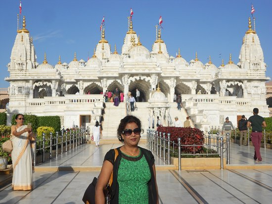Shree Swaminarayan Temple Bhuj: Photo taken in front of the temple