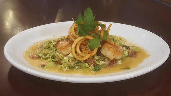 West Fargo, Северная Дакота: Thursday Feature-Seared Scallops in a lemon garlic sauce with brussel sprout hash.