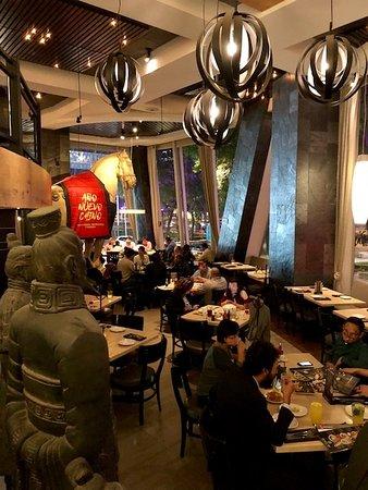 P.F. Chang's: Vista de la planta baja del restaurante.