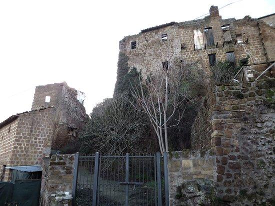 Vejano, İtalya: case abbandonate viste dal basso