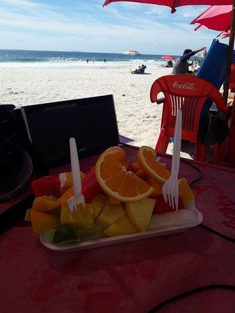 La Cruz de Huanacaxtle, Mexiko: Fruithap van lokale strandverkoper voor MXP 50