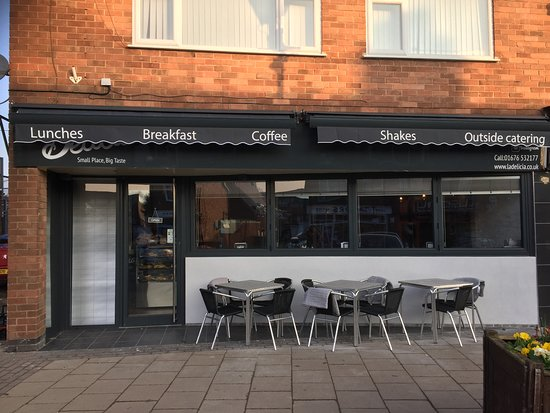 Balsall Common, UK: Our new shop front, blankets included just now and bi-fold windows for the summer :-)