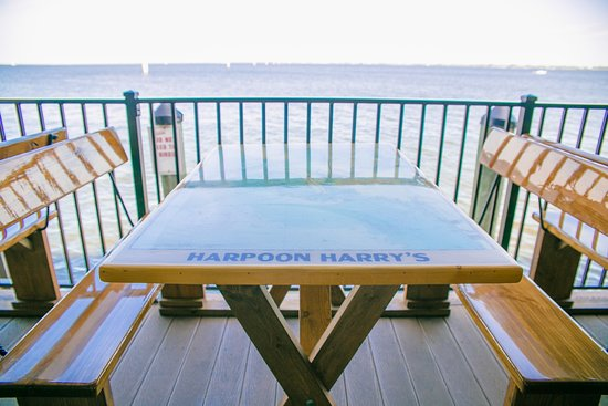 Harpoon Harry's Restaurant and Bar: Complete open-air deck with seating along the Charlotte Harbor
