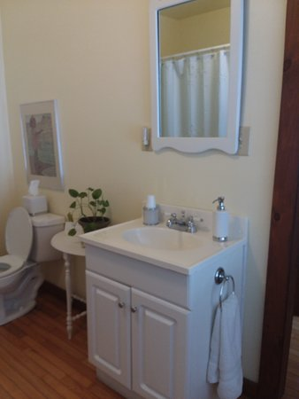 Springfield Center, NY: Country Garden Bath