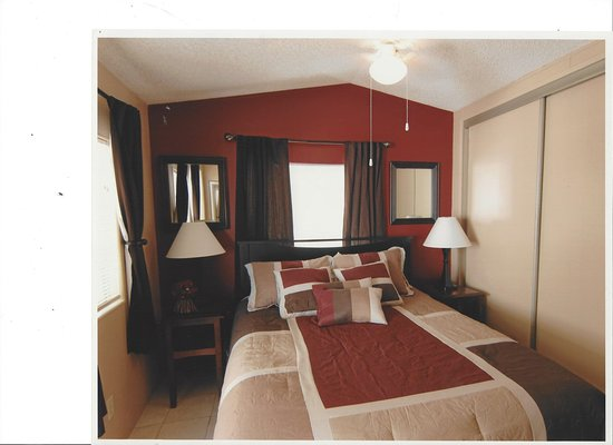 Banning, CA: Queen size beds in all our Bungalows