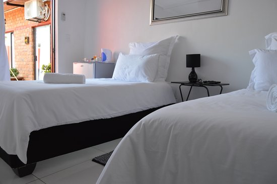 Rundu, Namibia: Single room with twin beds