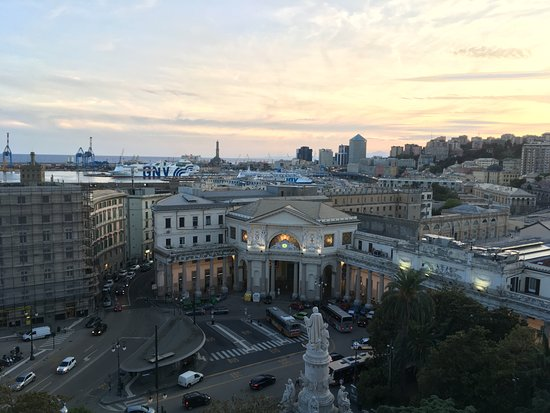 Hotel Continental Genova : View from rooftop restaurant terrace