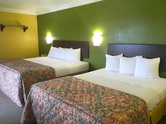 Inglewood, CA: Two Queen Beds